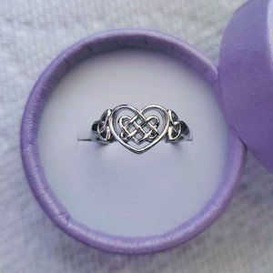 (NEW) 925 Stamped Heart Irish Celtic Knot Ring